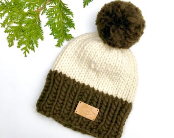 Hat / Pompom / Khaki and cream / wool and recycled fur / Peruvian wool / recycled fur
