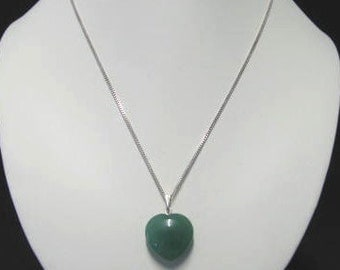Green aventurine heart-shaped pendant