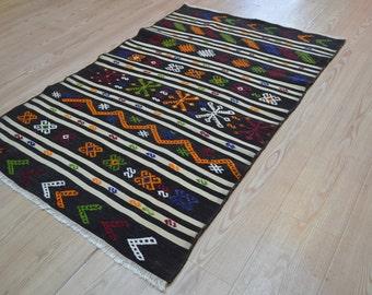 Vintage Kilim rug. Turkish kilim rug. Vintage rug. Small kilim. Free shipping. 4.5 x 2.9 feet.