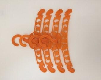 Set of 4 Vintage Coathangers Hangers for Kids in Orange Plastic / Lot x 4 Cintres Vintage en Plastique Orange pour Enfant