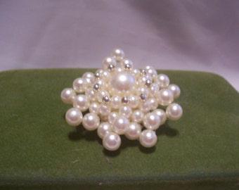 Pretty Pearl Brooch