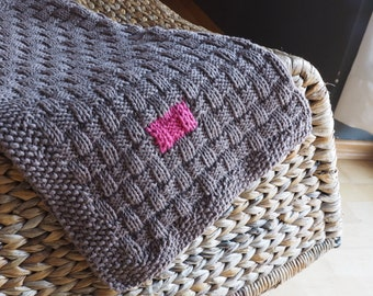 Lovely organic cotton blanket for a baby girl