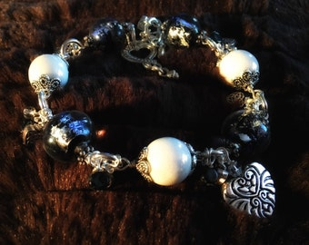 Bracelet silver hearts and black shimmery glass beads