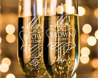 Set of 2, Mr. Mrs. Wedding Champagne Flutes, Personalized Champagne Flute Wedding Favors, Custom Bride and Groom Champagne Glasses #N4