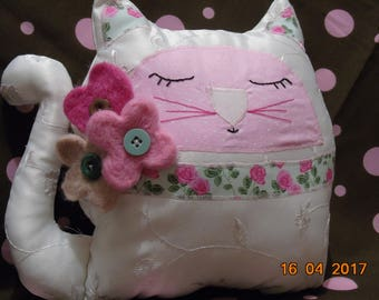 Cat cushion with lavender