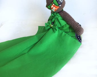 Plush GREEN MAMAet her dress with train