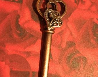 The Key to my Heart Idiom Pendant