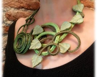 Forest leaves, green handmade necklace Saber Bijoux