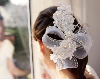 White Ivory hair comb lace embroidered bridal headpiece with pearls and bow wedding hair bridal accessory