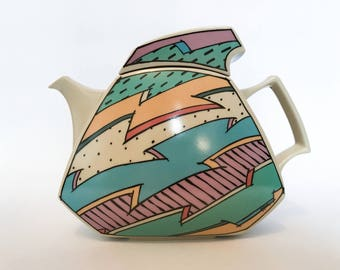 A vintage 1980's Dorothy Hafner for Rosenthal Studio, Flash One line tea pot.