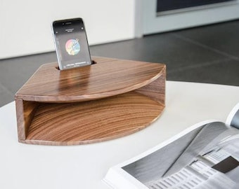 Iphone speaker docking station