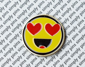 "Simply pin #003 ""Heart Eyes"""