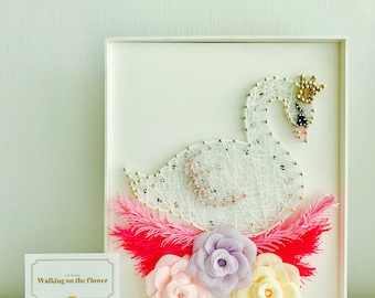 String art and paper flowers with LED light : Swan on the flower