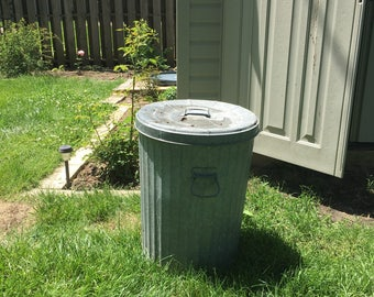 Galvanized garbage can, 20 gallons