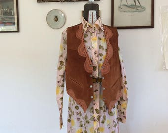 Sale! From 35 to 28 euros! Country hippie crochet lace vintage reindeer vest with 70/80 years. Size M