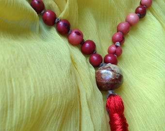 Japa Mala, Red and Pink, 108 Beads with Wooden Spacers and Guru Stone, Handknotted, Acai Beads, Seed Beads, Prayer Necklace, Meditation