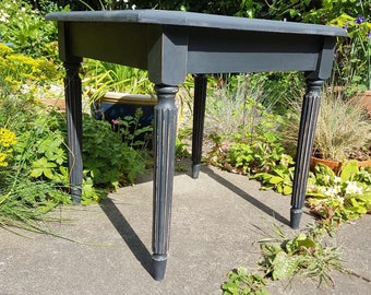Graphite chalk paint end table with distressed detail