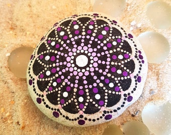 "Gift idea garden trend mandala stone ""Sri Ram"", dot stone, stone mandala, gift stone, voluptuous #Mandala #Mandalastein #Dot"