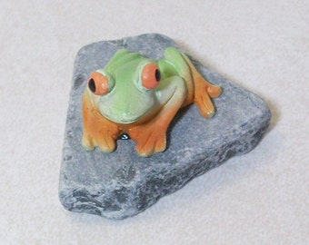 Mini Frog on a slate:  terrariums or table top decoration
