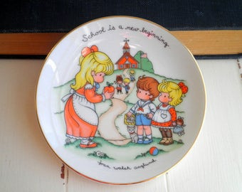 "Vintage Avon ""School Is A New Beginning"" Collectible / Decorative Plate Wall Hanging Art From 1986 - Cute Teacher Gift - Vintage Kawaii Kids"