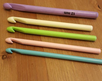 9mm Crochet hook in pastel colours