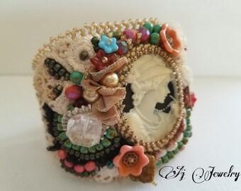 Lover of Pearl Cameo Bracelet