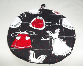 Quilted Pot Holders, Potholders, Hot Pads, Trivet,  Retro Aprons, White Red, Kitchen Decor, Round Cotton, Fabric 9 Inches, Double Insulated