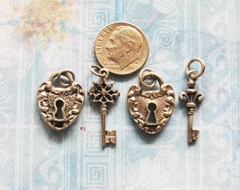 Charm Bracelet Escutcheon Keyhole Padlock & Skeleton Key Lot Jewelry Finding Charms Antique Silver Plated Brass Pendant Lock Hardware