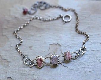 Raw Spinel Bezel Bracelet - Oxidized Sterling Silver Bracelet - Raw Crystal Bracelet - Spinel Bracelet - Rollo Chain Bracelet -Boho Bracelet