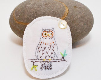 BROOCH - Owl - hand embroidered - original design