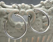 Vintage 14K Solid White GOLD  Signed ZZ Round Hollow Endless Hoop EARRINGS 20mm 1 Inch Pierced Wardrobe Classic Shiny Excellent Condition!