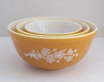 Pyrex Golden Butterfly Serving Bowls Mixing Bowls Set of 3