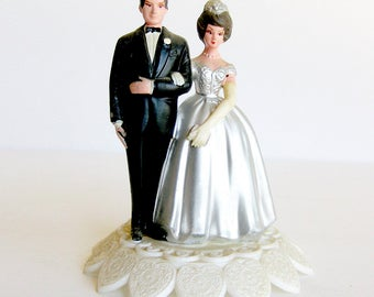 1950s Wedding Cake Topper / 25th Anniversary Cake Topper / Silver Anniversary / Vintage Bride and Groom / Fretwork Base