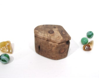 Birdseye Oregon Myrtlewood Box, Valentines, engagement ring box, ring bearer box, proposal box, earring box, presentation, guitar pick box