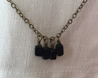 simple chain with tiny dangles - black