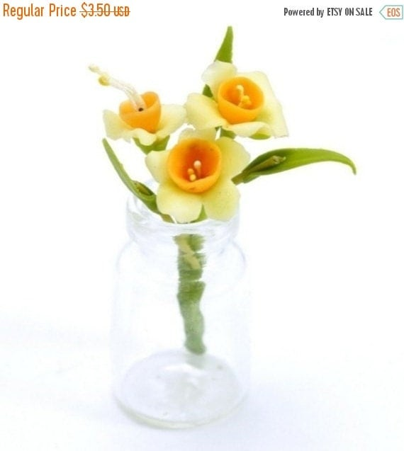 Daffodil Miniature Polymer Clay Flowers Bouquet in Vase Glass