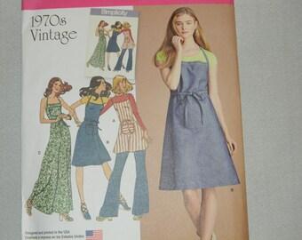 Uncut Simplicity Pattern 8073 - 1970's Vintage Style Bib Apron