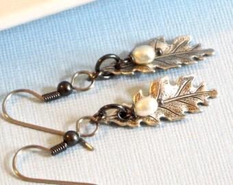 Small Silver Leaf Earrings - Leaf Jewelry - Oak Leaf Earrings, Pearl Earrings, Nature Jewelry, Mixed Metal