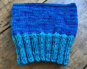 ocean blues hat, hand knit, hand dyed merino wool