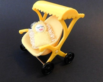 Vintage Toy Miniature Doll Stroller , Yellow Hard Plastic Stroller Doll House Miniature Toy 1950s perfect for Blythe or Vintage Barbie
