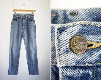 Vintage 90's Lightwash Woman's High Waist Tapered Leg Denim Sexy Curvy Mom Jeans