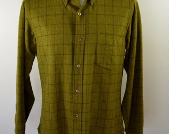 Vintage PENDLETON Wool Shirt button down collar made in USA size Large green