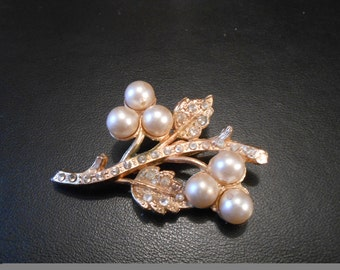 Vintage gold flower brooch with pearls and rhinestones