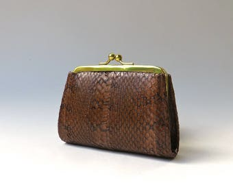 Small vintage Brown Snakeskin Kiss Lock Coin Purse / Snakeskin Change Purse / Petite Brown Snakeskin Pouch