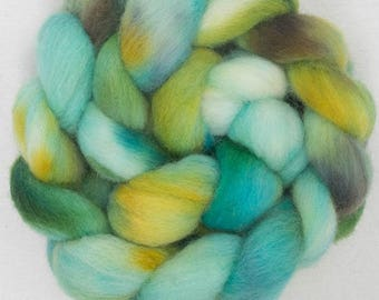 Hand dyed roving, Cheviot, 100g, hand painted British wool top, roving, green  fibre, fiber, spinning wool, Forest Spring