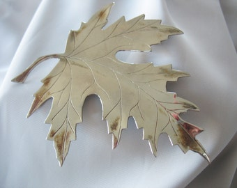 """Large Maple Leaf Brooch, Silver Plated, Vein detailing, 4"""" Life size, Patina, Artisan Made, Fall Season"""