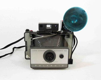 Vintage Polaroid 103 Automatic Land Camera / Retro Instant Film Camera. Circa 1960's.