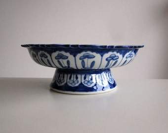 Ceramic cake stand / Vintage blue and white fruit bowl, pie plate, biscuit, cookie or food display