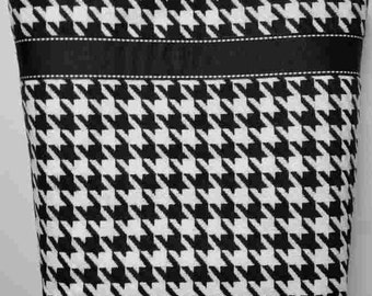 Black and White Houmdstooth