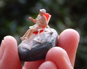 Tiny Terrarium People Fairy Garden Accessory Diorama Ho Scale Lounger Relaxing Relax L003